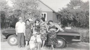 На фотографии: бабушка, дедушка, я – ОЛЕГ, Стэлла и мама.
